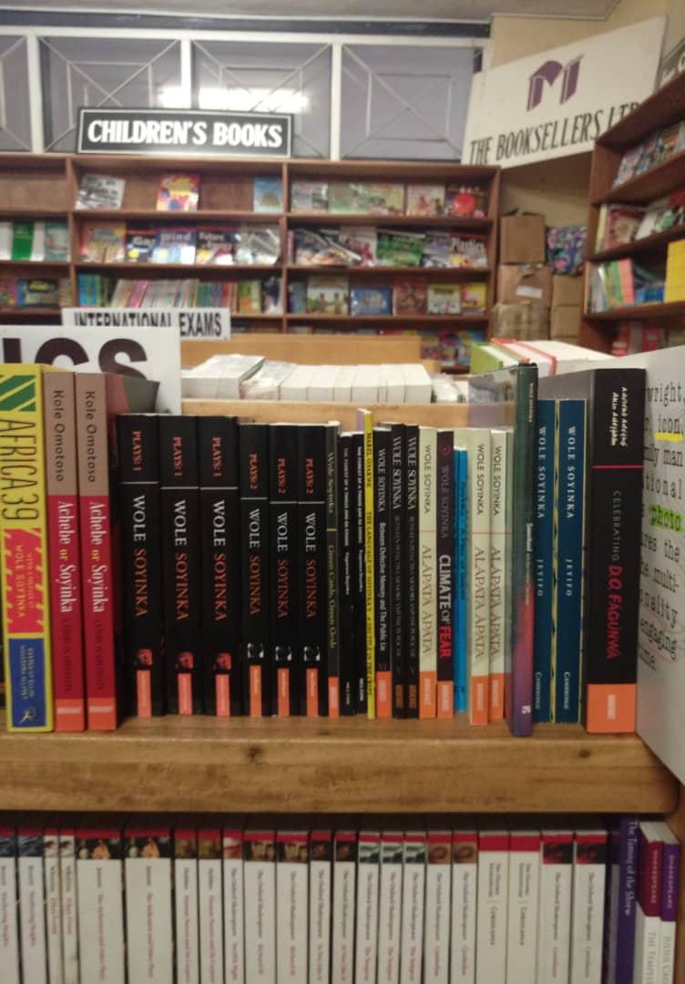 Mosuro Bookshop (2)